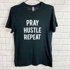 Alternative black Pray Hustle Repeat graphic tee M